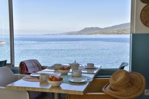 Petit déjeuner vue mer - Hotel Sampiero Corso Propriano